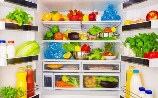 Mieszanie się zapachów w lodówce? Znamy na to sposób!