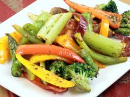Sałatka z grillowanym brokułem i rozmarynem