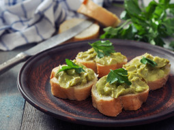Crostini z guacamole