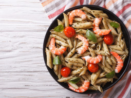Makaronowa sałatka z krewetkami i oregano
