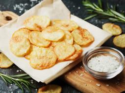 Chrupiące chipsy z ziemniaków