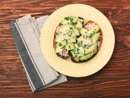 Kanapka z tuńczykiem i awokado