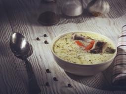 Zupa ogórkowa z żeberkami