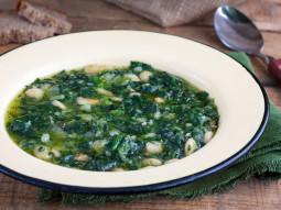 Zupa ze szpinakiem i fasolą