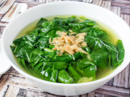 Zupa szpinakowa z lubczykiem