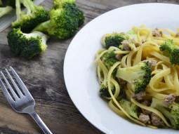 Makaron z brokułem i wieprzowiną