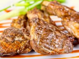 Musztardowo-chrzanowe kotlety jagnięce z grilla