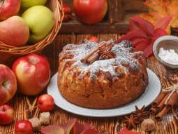Ciasto jabłkowe z cynamonem i kardamonem