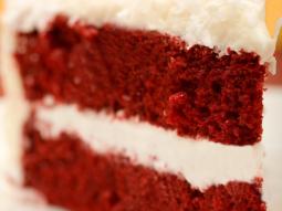 Czerwone ciasto kokosowe